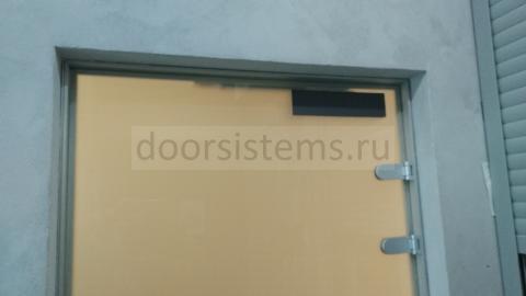 Доводчик DORMA (dormakaba) TS-92 в на цельностеклянной двери,  вид изнутри