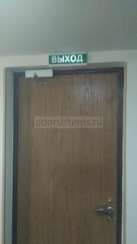 Доводчик DORMA TS-83 на входной двери