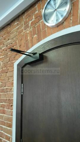 Доводчик DORMA TS-83 на арочной двери